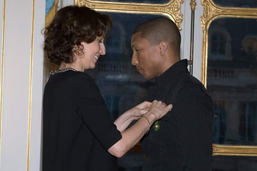 La ministre de la Culture Audrey Azoulay lui a remis sa médaille.