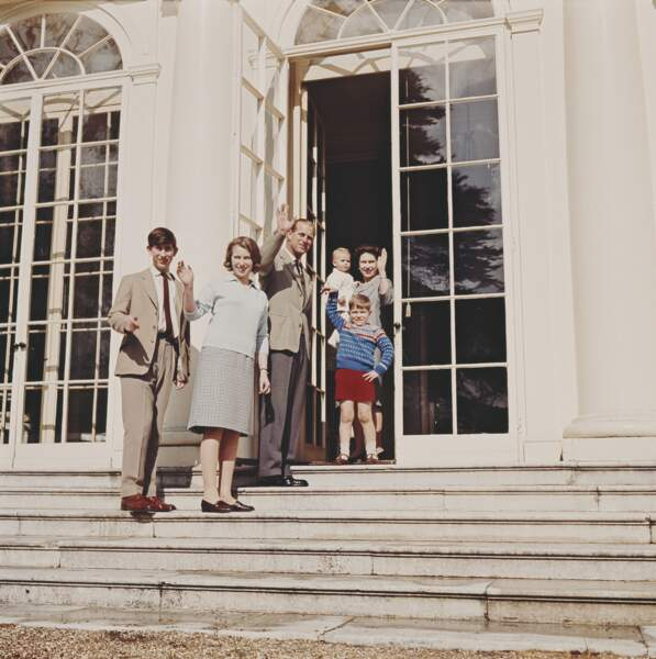 Charles avec Philip, la reine Elizabeth II, Anne, Edward et Andrew à Frogmore House le 19 avril 1965