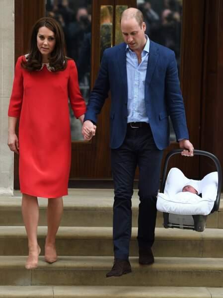 Kate et William quittent l'hôpital après la naissance de leur troisième enfant à Londres, le 23 avril 2018.
