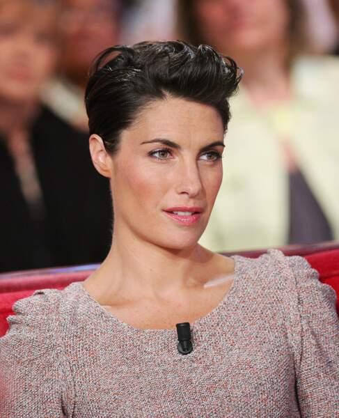Alessandra Sublet et sa coupe courte brushée en arrière : un look chic et rock en 2011