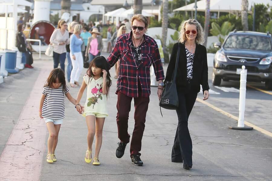 Johnny, Laeticia, Jade et Joy Hallyday se promènent dans les rues de Pacific Palisades en janvier 2014