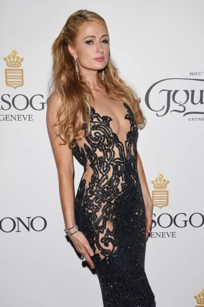 Paris Hilton dans une robe toute en trasnparence