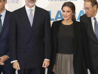 Letizia d'Espagne radieuse dans une jupe dorée et scintillante