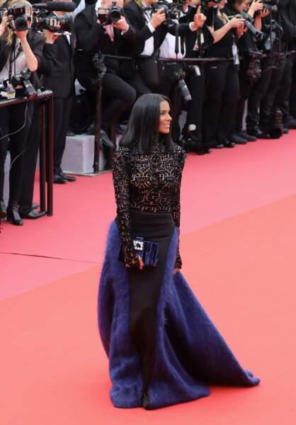 Shy'm, avec un carré raide parfait, et une robe bi-matière Julien Fournié