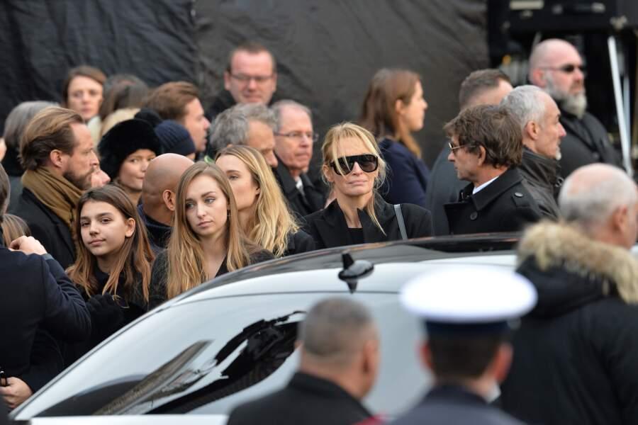 Estelle très émue lors des obsèques de son ancien beau-père