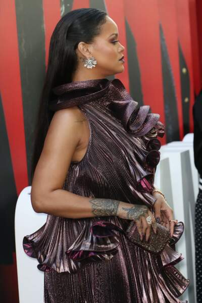 Rihanna mise sur le taouage bijou sur le bras et le poignet