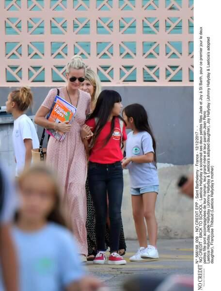 Laeticia Hallyday a scolarisé ses deux petites filles Jade et Joy à St Barth, pour ce premier jour le deux petites