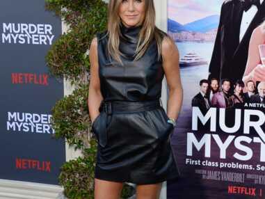 PHOTOS - Jennifer Aniston sexy dans une robe courte en cuir