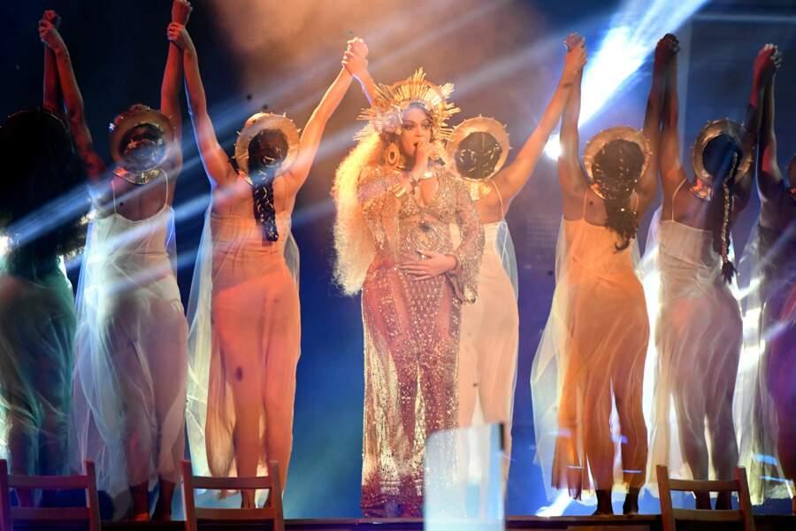 Beyoncé en performance aux Grammy Awards 2017
