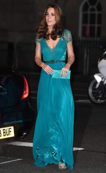 Kate Middleton en robe et pochette Jenny Packham, lors des Tusk Conservation Awards à Londres le 8 novembre 2018