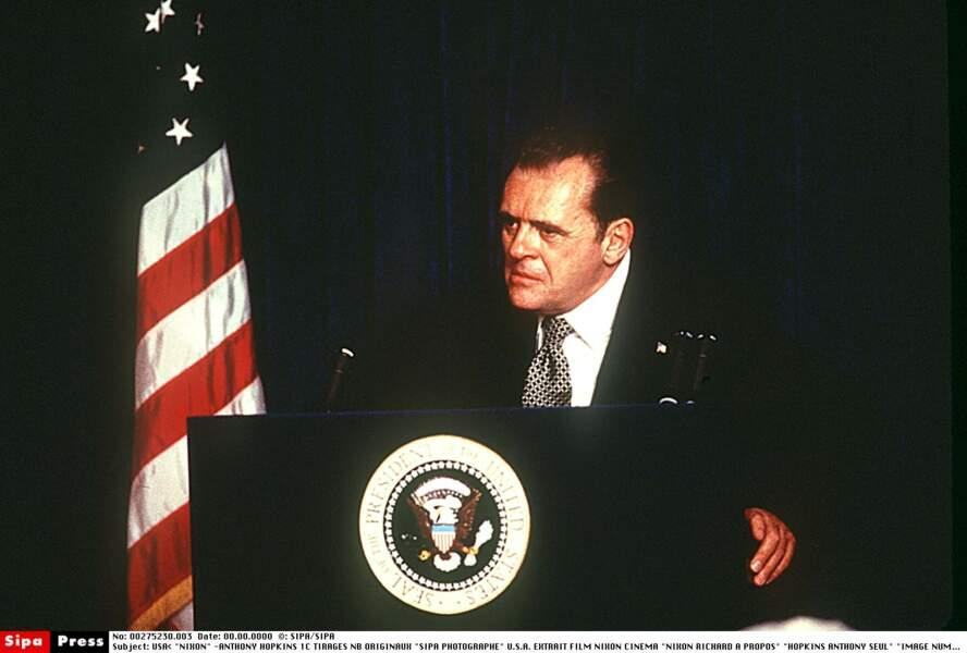 Anthony Hopkins est Nixon dans le film du même nom réalisé par Oliver Stone en 1995