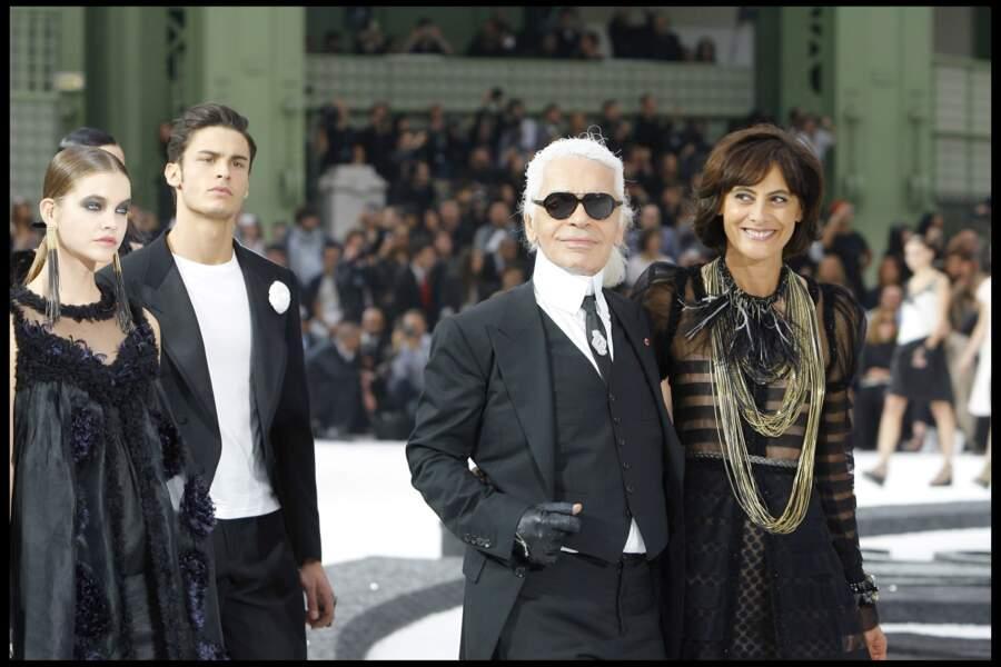 Baptiste Giabiconi, Ines de la Fressange et Karl Lagerfeld au défilé prêt à porter Chanel en 2011