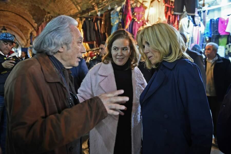 Brigitte Macron, en pleine conversation en Tunisie