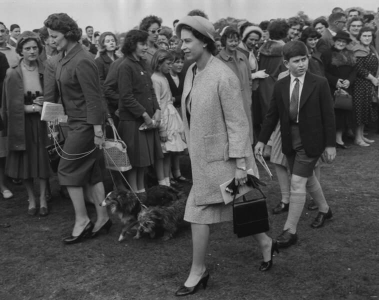 La reine Elizabeth II et le prince Charles à Ascot, le 30 avril 1960