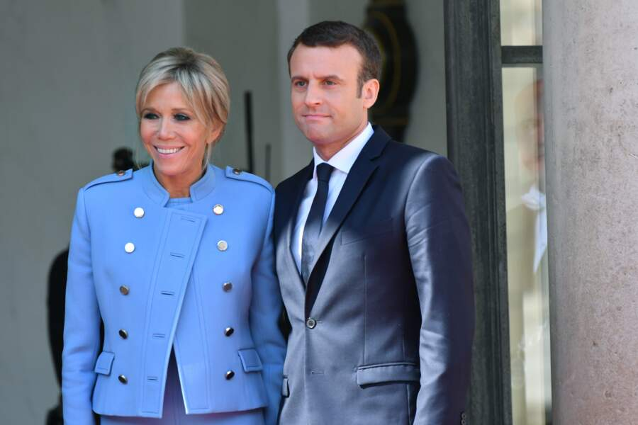 Brigitte Macron robe bleue lavande Louis Vuitton