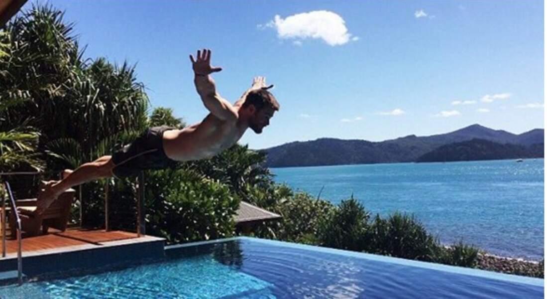 Chris Hemsworth soigne sa rentrée, mais dans l'eau.