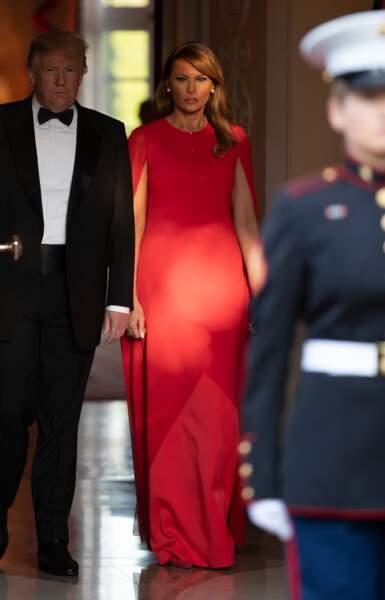 Melania Trump rend hommage à Meghan dans une robe longue Givenchy, sa marque favorite