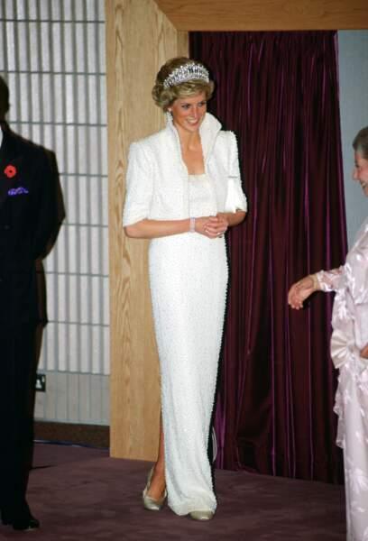 En visite à Hong Kong, Lady Di détonne avec sa robe Elvis immaculée