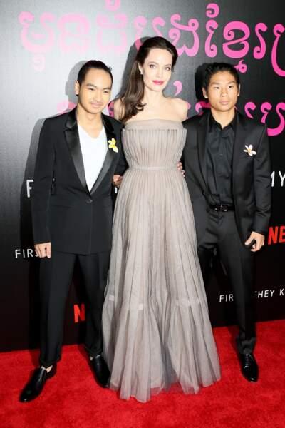 Angelina Jolie, très bien entourée de ses fils qui ont bien grandi