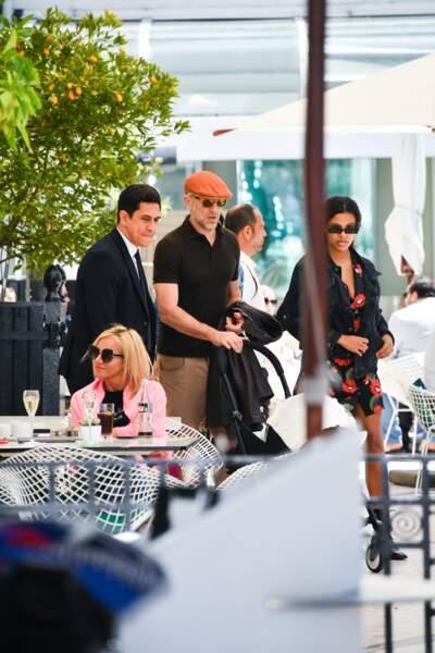Tina Kunakey et Vincent Cassel ont profité d'une pause déjeuner dans un restaurant de la Croisette