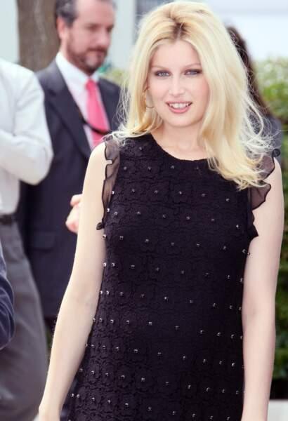 Laetitia Casta se fait blonde pour Cannes en 2009