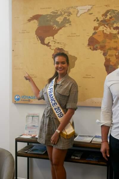 Vaimalama Chaves, Miss France 2019, a montré Tahiti, où elle est née, sur une carte du monde