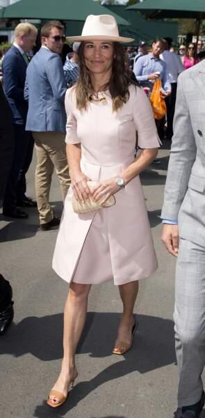 Pippa Middleton avait opté pour une robe rose poudré, assortie à son chapeau. Sublime !
