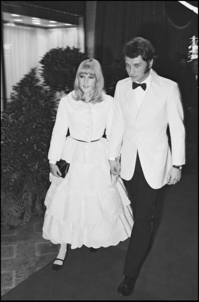 Sylvie Vartan et Johnny Hallyday lors d'une soirée pour les 20 ans du Lido à Paris en 1966