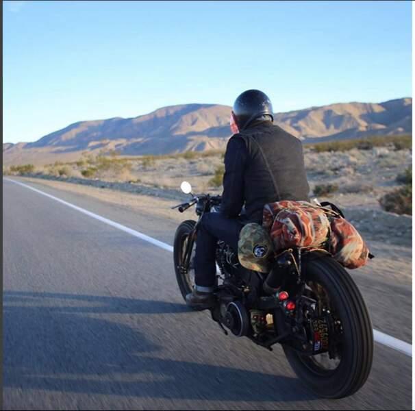 David Beckham, une route, une moto, et le désert californien