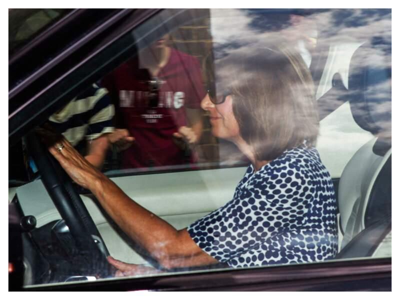 Carole Middleton arrivant à la fête du 1er anniversaire du prince George à Kensington, le 22 juillet 2014