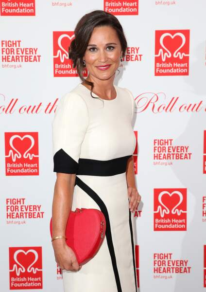 Pippa Middleton radieuse au Roll Out The Red Ball