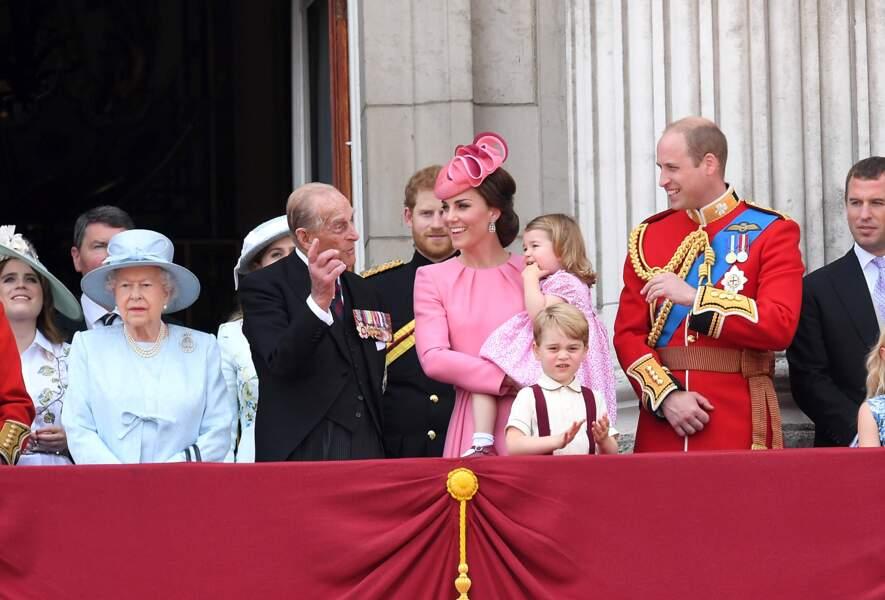 Le prince William, Kate et Charlotte en rose, le prince George au balcon de Buckingham Palace