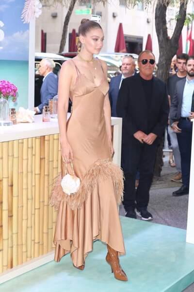 Gigi Hadid a pris la pose face aux photographes