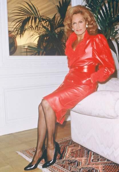 Se sentant délaissée, Dalida se suicide à 54 ans par surdose de barbituriques dans sa maison de Montmartre.