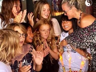 Jade Hallyday retrouve le sourire et fête son anniversaire avec ses amis et sa mère Laeticia