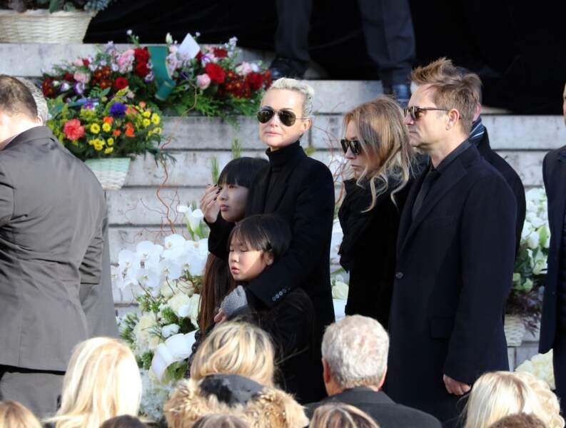 Convoi funéraire de Johnny Hallyday à l'église de Madeleine : la famille à l'unisson