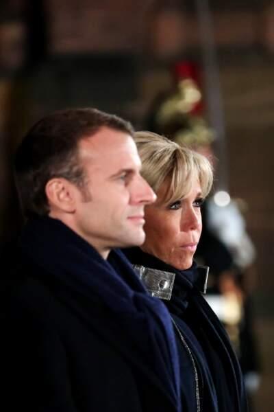 Souvenez-vous : Brigitte Macron portait ce manteau Louis Vuitton à la Pyramide du Louvre, le soir de l'élection.
