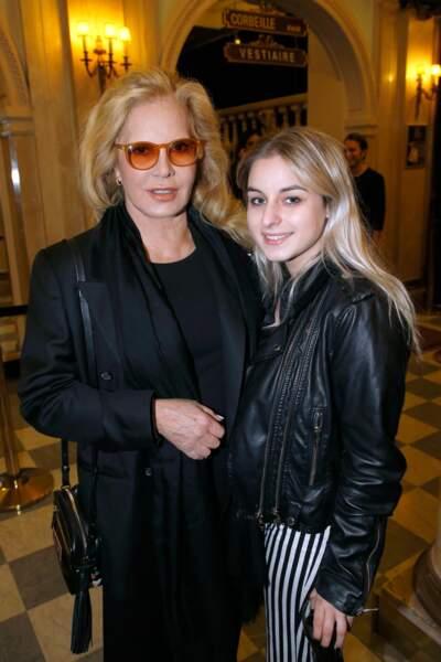 Sylvie Vartan et sa fille Darina Scotti au théatre Edouard VII à Paris le 18 septembre 2017