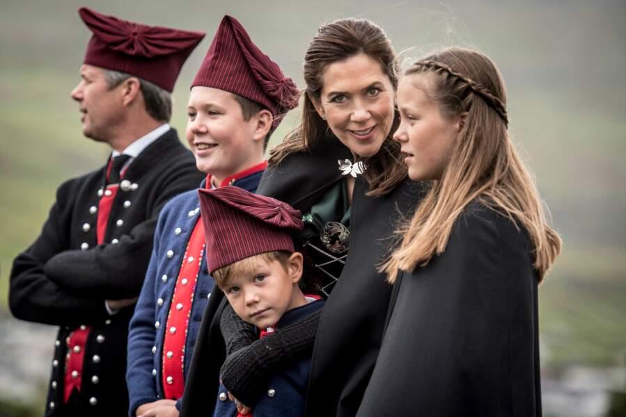 Frederik et Mary de Danemark avec leurs enfants Christian, Isabella, Vincent et Joséphine aux îles Féroé en 2018