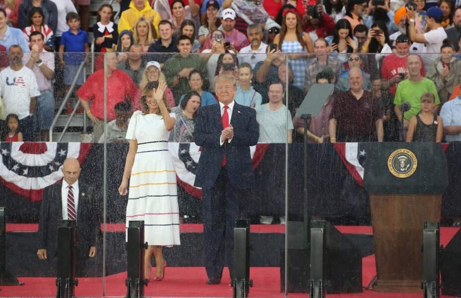 Melania Trump assortit sa robe d'une paire d'escarpins roses Louboutin comme toujours