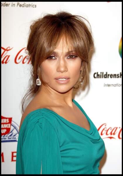 2009 : Jennifer Lopez a 30 ans et adopte  le chignon ultra brushé