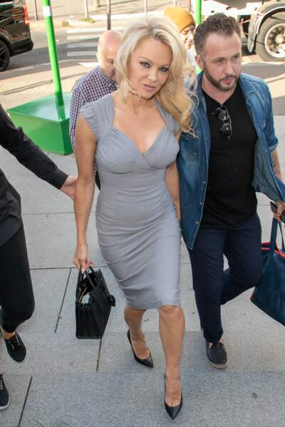 Pamela Anderson toujours aussi sexy à 51 ans