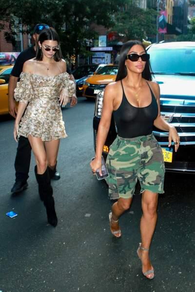 Kim Kardashian et sa soeur Kendall Jenner font du shopping dans les rues de New-York