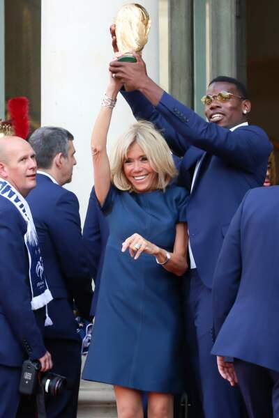Brigitte Macron et Paul Pogba après leur retour en France.