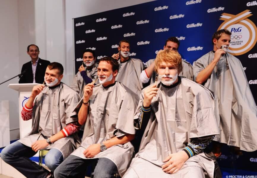 Les athlètes égéries Gillette en pleine séance de rasage. Parmi eux, Alain Bernard et Ryan Lochte