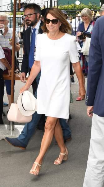 Carole Middleton, la mère de Kate, était aussi au tournoi de Wimbledon en robe blanche et chapeau de paille