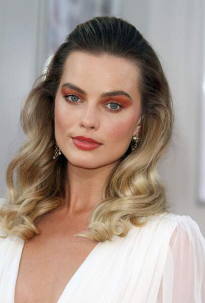 La demi queue de cheval fait de plus en plus d'adeptes comme Margot Robbie