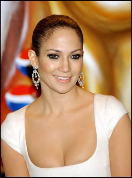 """regard ourlé de noir, cheveux tirés en arrière, Jennifer Lopez au CIRCULO DE BELLAS ARTES"""" A MADRID"""