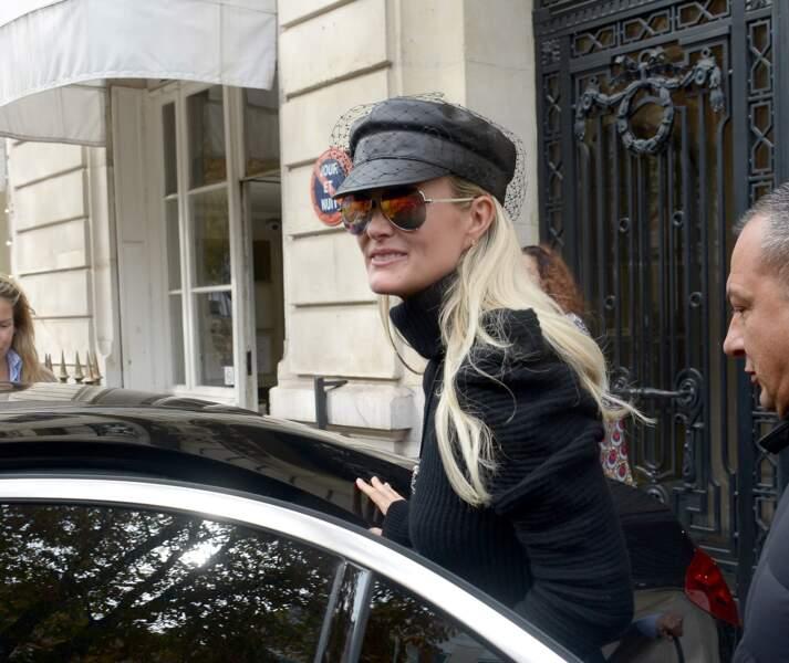 Laeticia Hallyday affichait un look très rock en allant voir son avocat ce vendredi 12 octobre.