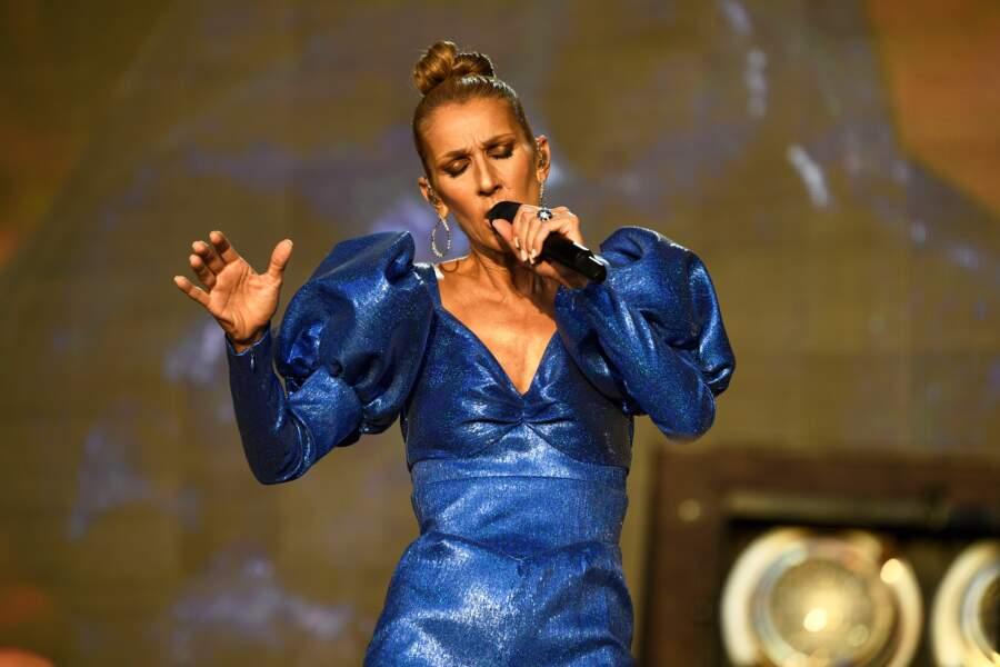 L'artiste aux millions d'albums vendus avait opté pour un incroyable outfit